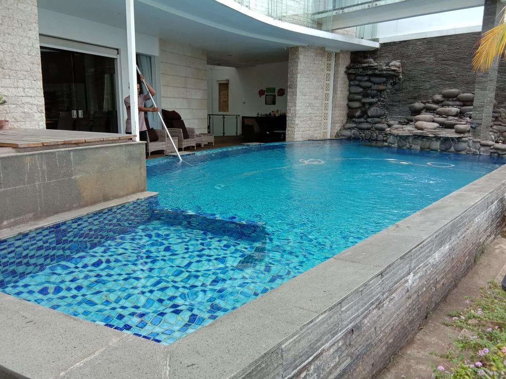 kontraktor kolam renang PIK